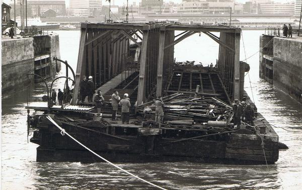 Dismantling the landing stage in 1973